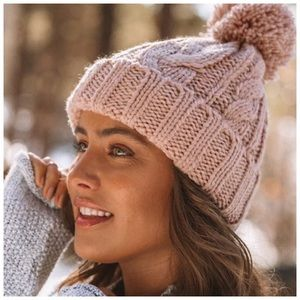 LAST ONE | Dusty pink cable knit pom beanie